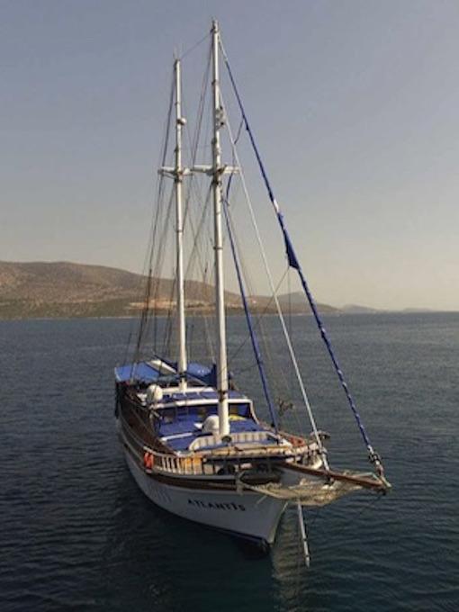 Gay Kreuzfahrt Jacht Motor Segeln Blaues Boot Privat Fkk Sail Tour